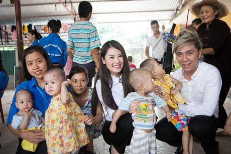 Quế Vân, Minh Vương quyến luyến các em nhỏ