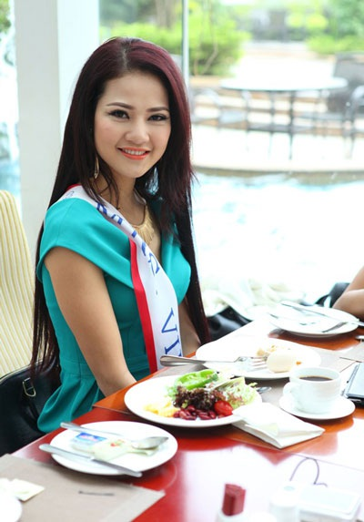 Trần Thị Quỳnh hòa đồng tham gia các hoạt động của cuộc thi