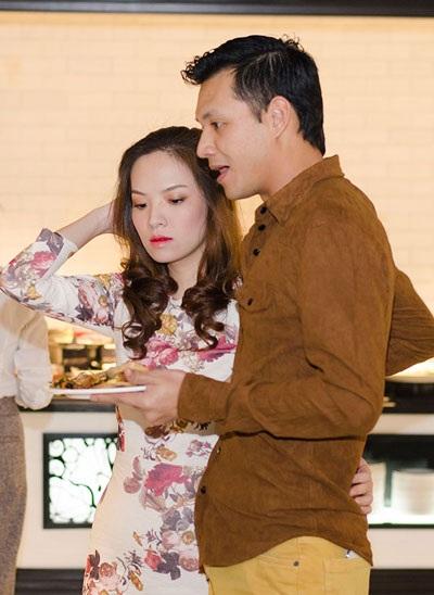 Cặp đôi đẹp của showbiz Việt rất tình cảm và thu hút sự chú ý của nhiều người có mặt tại sự kiện