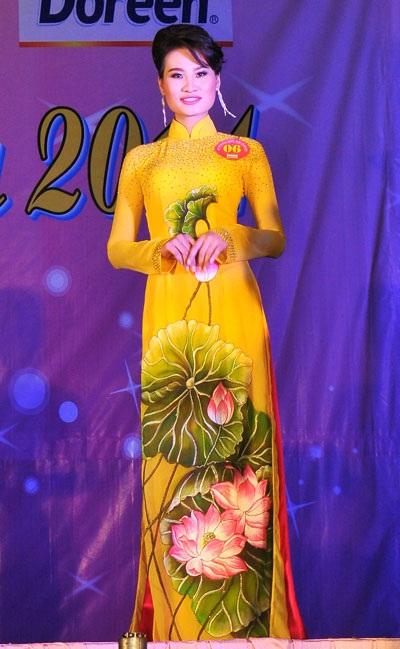 Hoa khôi Nguyễn Thị Diễm My (giữa) và hai Á khôi