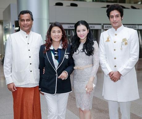 Lý Nhã Kỳ đón tiếp công chúa Thái Lan thu hút nhiều sự chú ý tại sân bay