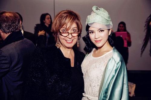 ...với nữ TBT Elle Ả rập