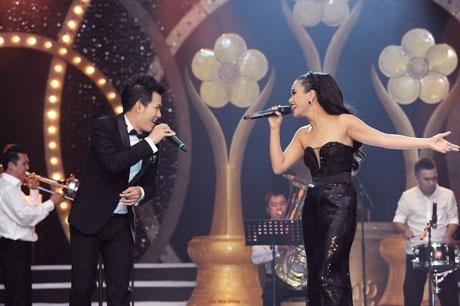 Văn Mai Hương- Hoàng Bách trình diễn tại giải Mai Vàng 2012