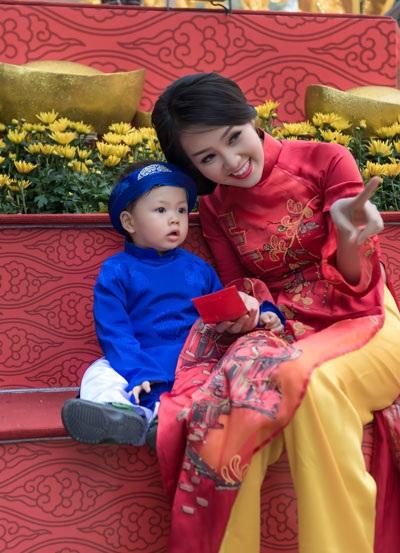Tết này, Thụy Vân đưa con trai về quê nội ăn Tết (Ảnh: Chàng Trai & Chí Linh)