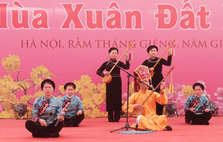 Tiết mục biểu diễn trên Sân thơ truyền thống