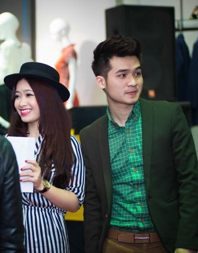 Hộ tống nữ ca sỹ là bạn trai, nam ca sỹ Sao mai Hà Anh