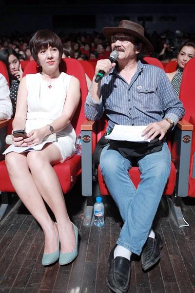 Nhạc sỹ Nguyễn Cường khen Hà Linh tìm tòi, sáng tạo; trong khi đó Diễm Quỳnh nói Hà Linh đã đưa