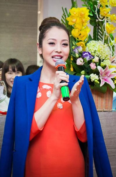 Tối ngày 6/3, Hoa hậu châu Á tại Mỹ 2006 Jennifer Phạm tham dự