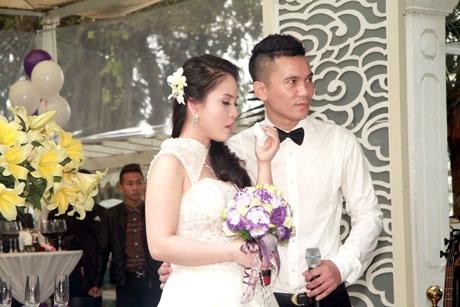 Khoảnh khắc trao nhẫn nguyện bên nhau suốt đời của cặp đôi Anh Tú- Lam Trang