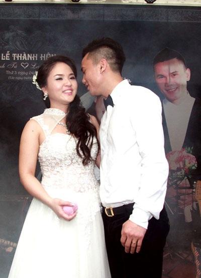 Anh Tú- Lam Trang tình tứ trong hôn lễ