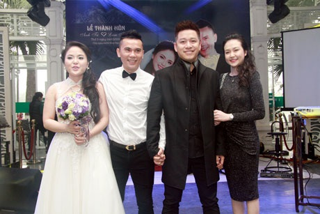 Tuấn Hưng đưa bạn gái đến dự đám cưới của người bạn thân