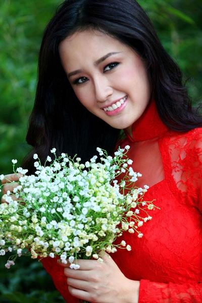 Hoa hậu Mai Phương Thúy làm giám khảo đêm chung kết Người đẹp Kinh Bắc 2014