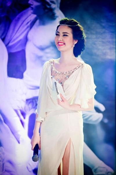 Á hậu Thụy Vân đảm nhận vai trò MC đêm chung kết