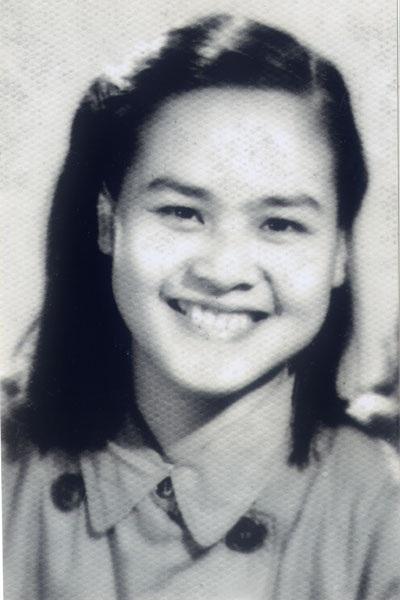Y tá Nguyễn Thị Hồng Minh, 20 tuổi, từ một nữ sinh Hà Nội đầy bỡ ngỡ đã trở thành nữ chính trị viên
