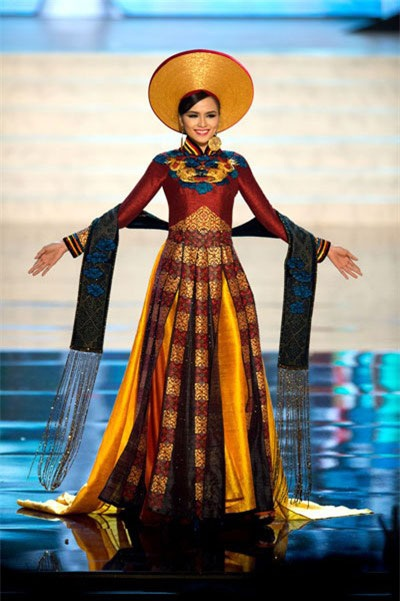 Hoa hậu Diễm Hương tại cuộc thi Hoa hậu Hoàn vũ 2012