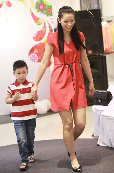 Á hậu Hữu nghị Việt Trung Ngọc Linh và con trai