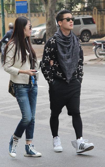 Hai chị em ca sỹ Quế Vân ăn vận khỏe mạnh, thời trang đi lễ chùa đầu năm mới