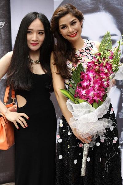 Lưu Kỳ Hương và đồng nghiệp tại buổi giới thiệu minishow Em hát chiều ngày 2/4