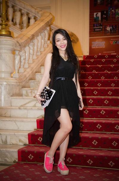 Ca sỹ Hà Linh