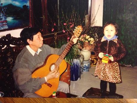 Nhạc sỹ Thuận Yến bên cháu ngoại Đăng Quang- con trai út của Thanh Lam và Quốc Trung