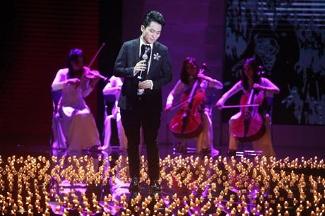 Ca sỹ Tùng Dương đã có phần trình diễn hào sảng đầy cảm xúc với ca khúc
