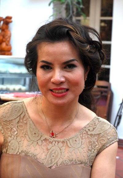 Bà Kim Hồng tại buổi gặp gỡ báo chí chiều ngày 22/5 tại Hà Nội
