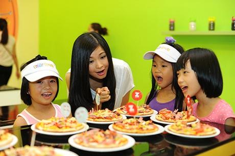 Ngắm nhóc tỳ đáng yêu của 4 nữ MC truyền hình xinh đẹp