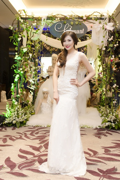 Á hậu mặc váy cưới khá trẻ trung