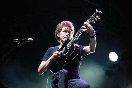 Nghệ sĩ guitar Dominic Miller