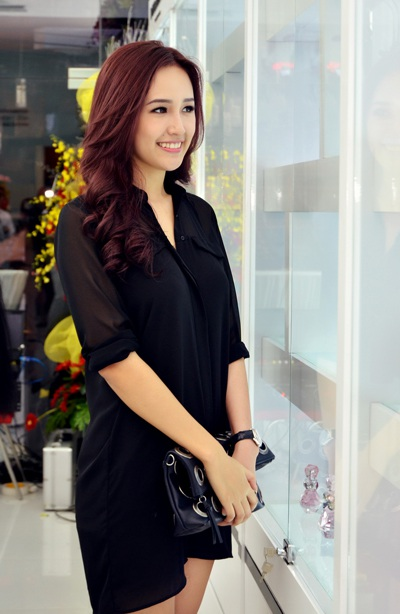 Dù ăn vận giản dị nhưng Hoa hậu Việt Nam Mai Phương Thúy vẫn gây ấn tượng với chiều cao nổi bật