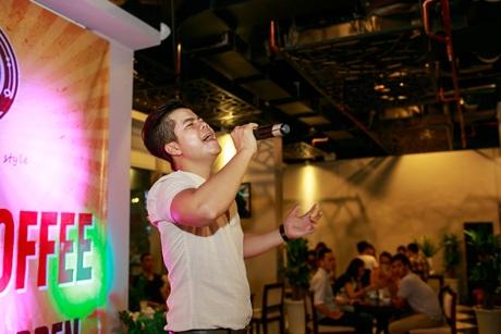 Phong cách nghệ sĩ dễ thương của Đinh Mạnh Ninh khiến nhiều khán giả trẻ yêu thích