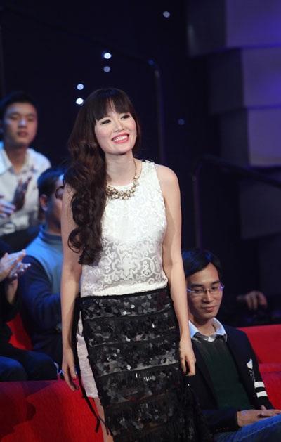 """Hoa hậu Thu Thủy được nhạc sỹ Trần Tiến khen """"nói rất hay"""