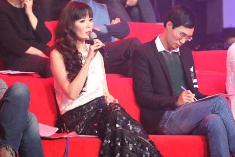 Một số hình ảnh xinh đẹp và cá tính của Hoa hậu Thu Thủy tại chương trình Giai điệu tự hào số 3
