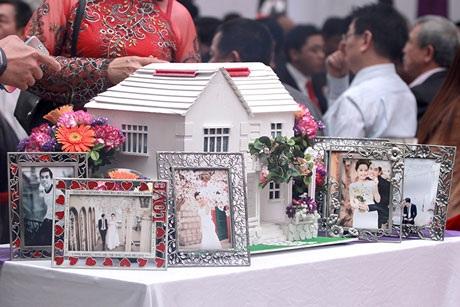 Tại lễ cưới cũng bày nhiều ảnh cưới lãng mạn của cô dâu- chú rể