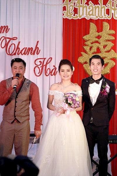 Đám cưới giản dị của cặp đôi đẹp thêm phần náo nhiệt khi diễn viên hài Tự Long đảm nhận vai trò MC