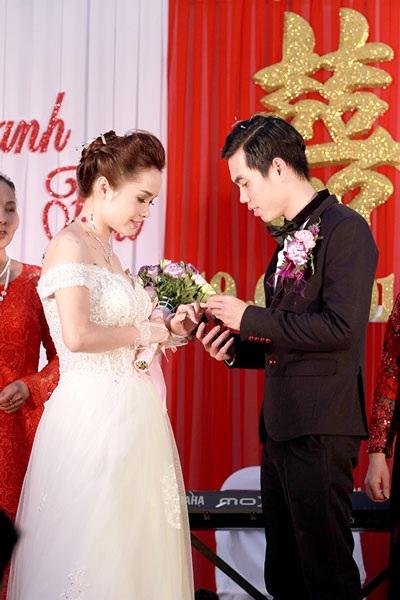 Thúy Trang- Phạm Thanh Hà trao nhẫn cưới
