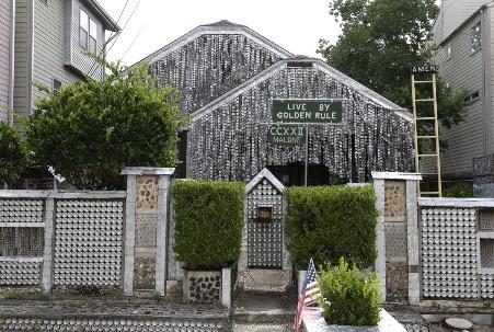 Ngôi nhà đã trở thành một địa điểm hấp dẫn du khách
