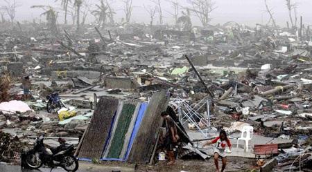 Cảnh tan hoang đổ nát khi bão Haiyan quét qua đất nước Philippines
