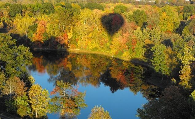 Du khách ngắm cảnh mùa thu tại vùng Upstate New York, tiểu bang New York trên khinh khí cầu