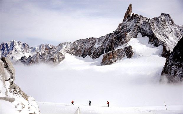 Ngọn núi băng tuyết Mont Blanc nơi chiếc hộp đá quý được tìm thấy