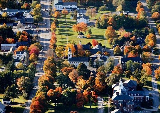 Bức tranh thuđược chụp từ trên máy baytại thị trấn New London, tiểu bang New Hamsphire
