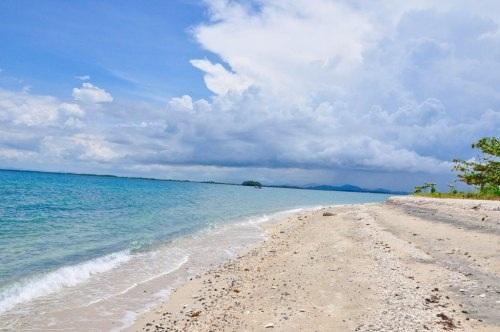 Khám phá một bãi biển nguyên sơ có thể là một trải nghiệm thú vị