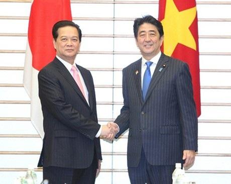 Thủ tướng Nguyễn Tấn Dũng và Thủ tướng Nhật Bản Shinzo Abe. Ảnh: TTXVN