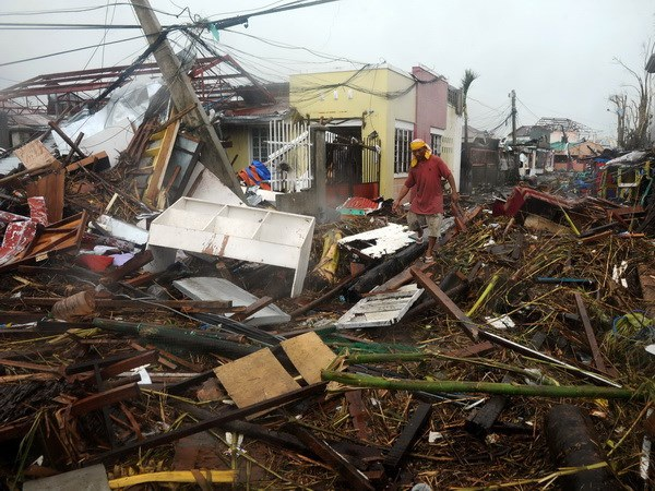 Cảnh hoang tàn ở thành phố Tacloban sau bão Haiyan (Ảnh AFP)