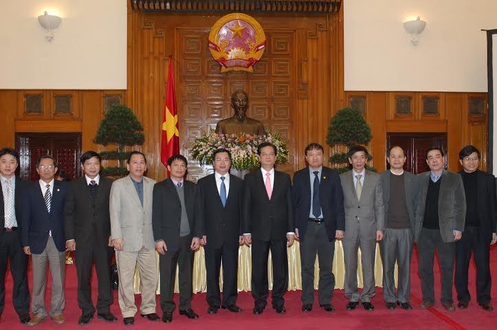 Thủ tướng Nguyễn Tấn Dũng chụp ảnh lưu niệm với các tham tán thương mại tại buổi gặp mặt