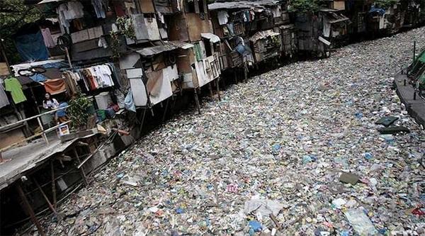 Dòng sông Citarum trông như một bãi rác khổng lồ
