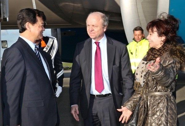 Lễ đón Thủ tướng Nguyễn Tấn Dũng tại sân bay Schiphol, Amsterdam. (Ảnh: Đức Tám/TTXVN)