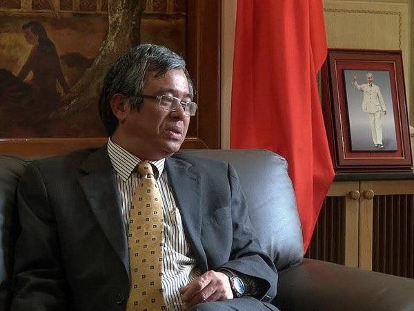 Thứ trưởng Ngoại giao Phạm Quang Vinh trả lời phỏng vấn báo chí tại Bangkok. (Ảnh: Hà Linh/Bangkok)