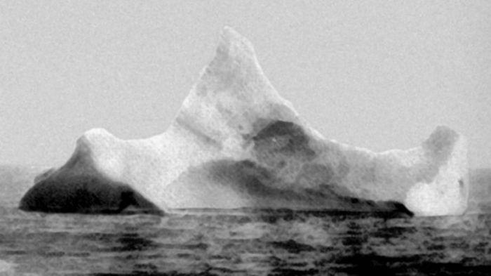 Tảng băng khổng lồ đã gây ra thảm họa tàu Titanic (1912)