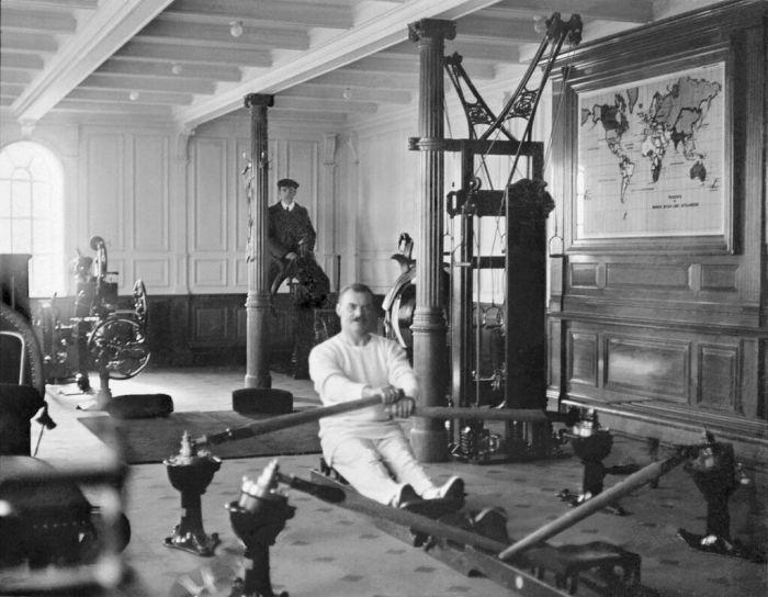 Phòng tập thể dục (Ảnh chụp năm 1912)